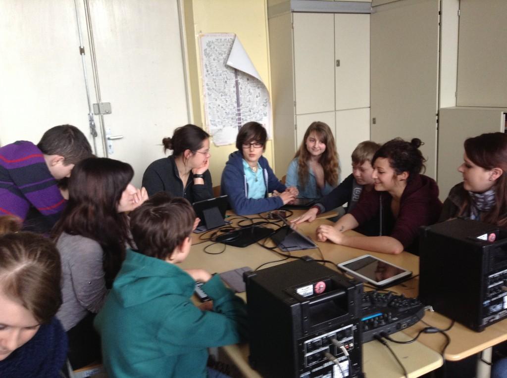Hoffbauer-Studierende proben zusammen mit A2M-Schüler_innen