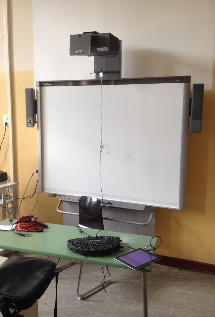 Das zur Soundanlage umfunktionierte Smartboard.